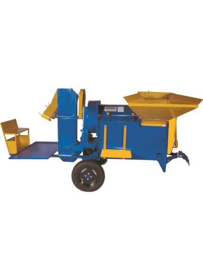 """Batedeira Vencedora """"Compacta"""" para trator c/ cardan, plataforma, elevador e rodas - B-380 - Maqtron"""